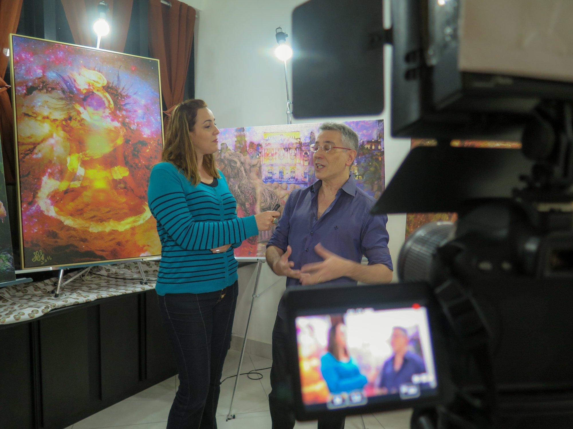 O Artista Plástico e Psicanalista Henrique Vieira Filho sendo entrevistado sobre o Workshop Arte E Terapia