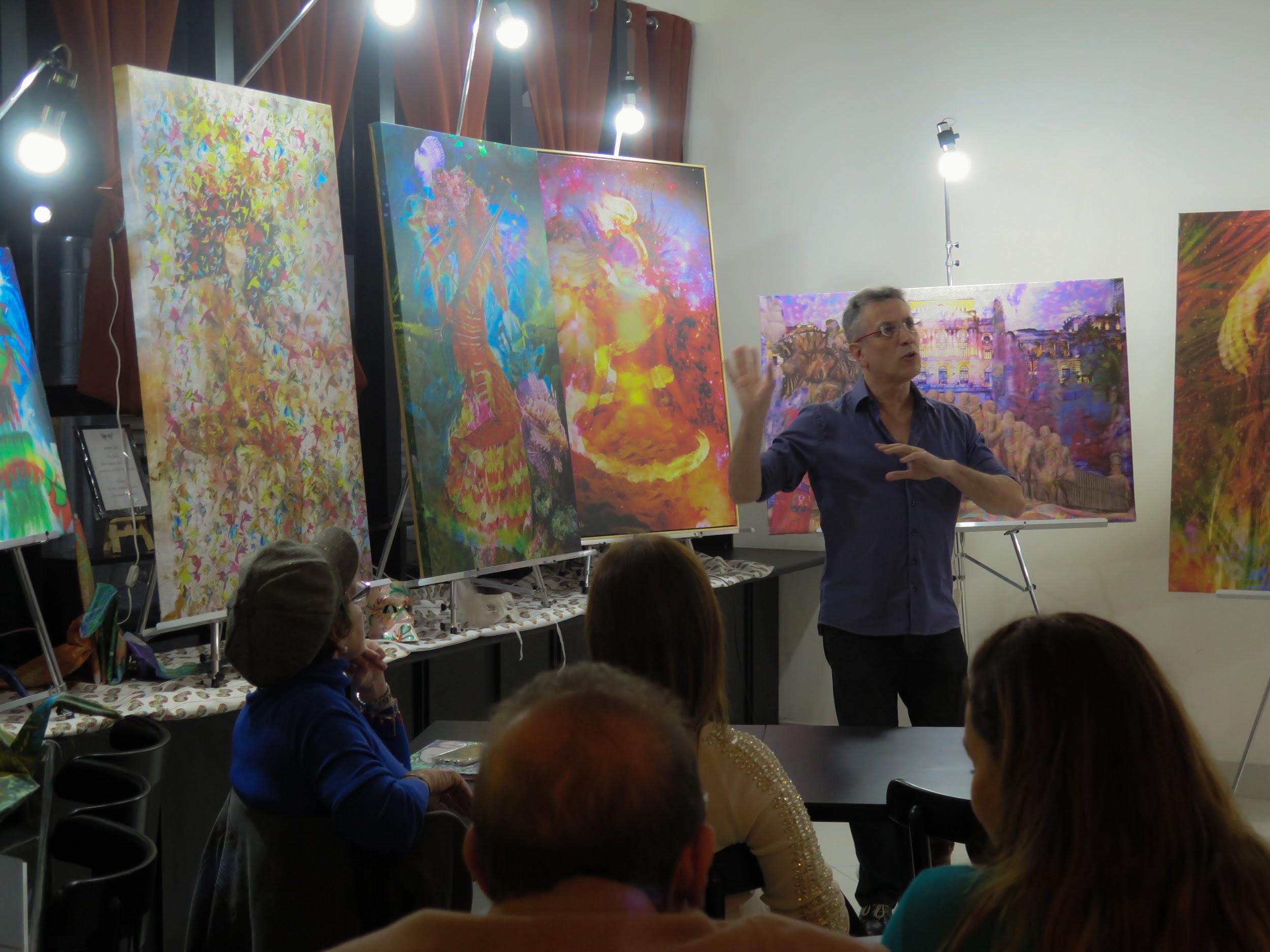 O Artista e Psicanalista Henrique Vieira Filho coordenando a vivência em que as pinturas atuam como espelho das emoções de quem as aprecia.
